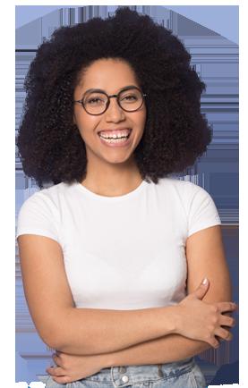 Une jeune femme souriante conseillère à la mission locale